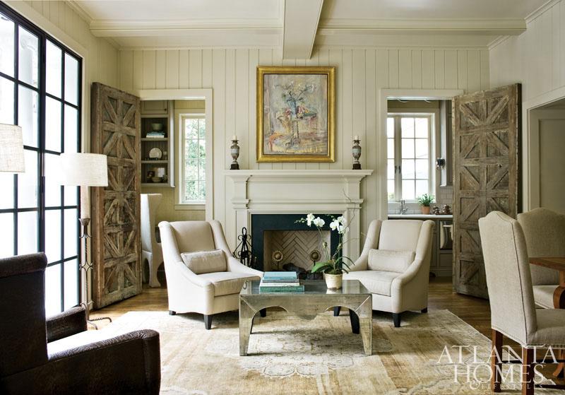 http://atlantahomesmag.com/wp-content/uploads/2015/07/living-room/dines_005_0.jpg